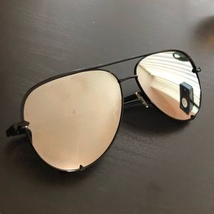 Black & silver high key Quay sunglasses